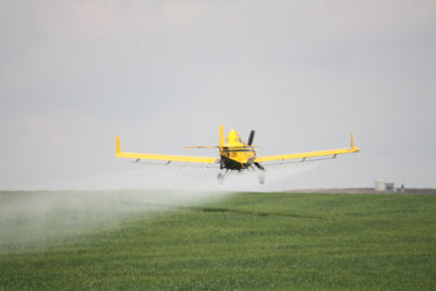 crop duster 400x267 How Do Agricultural Inputs Affect Rivers, Lakes and the Ocean?